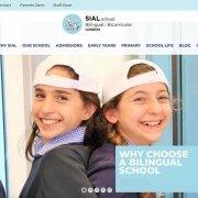 due ragazze nella homepage di un sito di scuola