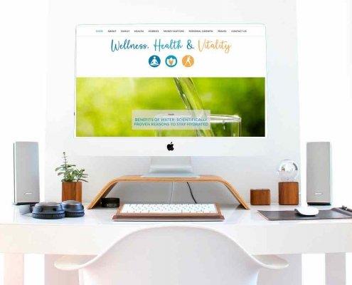 il desktop di un computer sopra una scrivania