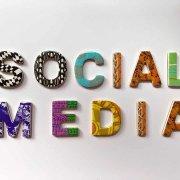 scritta social media