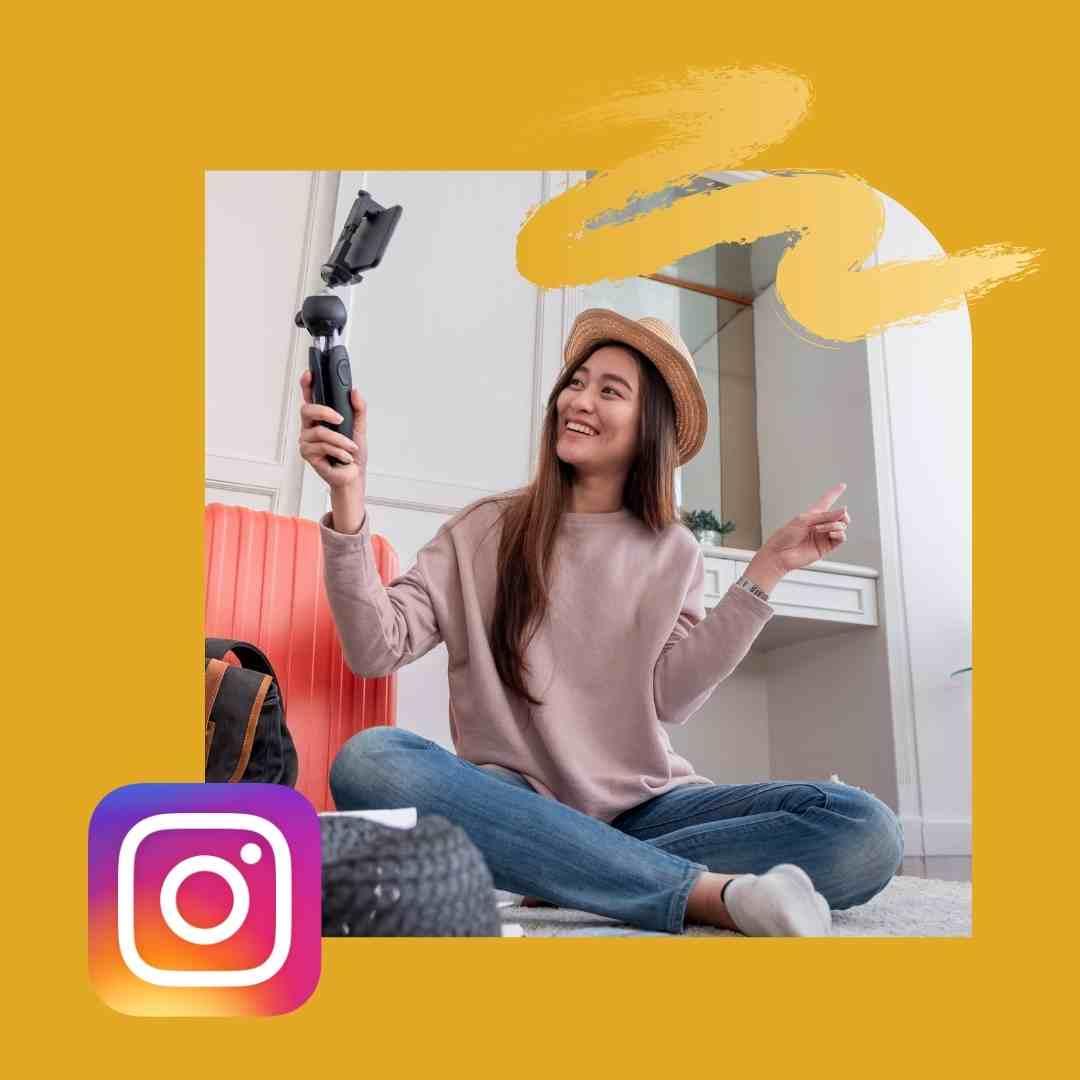 una ragazza che si fa un selfie con il cellulare