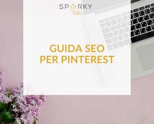 immagine di un laptop e delle mani di donna. immagine con testo in evidenza: guida seo per pinterest